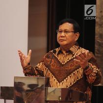 Calon presiden nomor urut 2, Prabowo Subianto memberi paparan saat bedah buku 'Paradoks Indonesia' di Jakarta, Sabtu (22/9). Sebanyak 300 jenderal mendengarkan presentasi Prabowo mengenai buku yang ditulisnya. (Liputan6.com/Herman Zakharia)