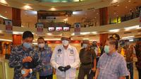 Wali Kota Manado GS Vicky Lumentut saat meninjau kondisi mal dan pusat perbelanjaan di Manado.