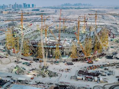 Gambar yang dirilis pada 20 November 2019, Stadion Lusail yang menjadi venue Piala Dunia 2022 sedang dalam pembangunan di utara ibu kota Qatar, Doha. Piala Dunia 2022 Qatar rencananya akan dimulai pada 21 November hingga 18 Desember. (Qatar's Supreme Committee for Delivery and Legacy/AFP)