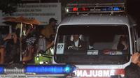 Ambulans yang membawa jenazah Freddy Budiman dari Nusakambangan tiba di Dermaga Wijayapura, Cilacap, Jawa Tengah, Jumat (29/7/2016) pagi. (Liputan6.com/Helmi Affandi)