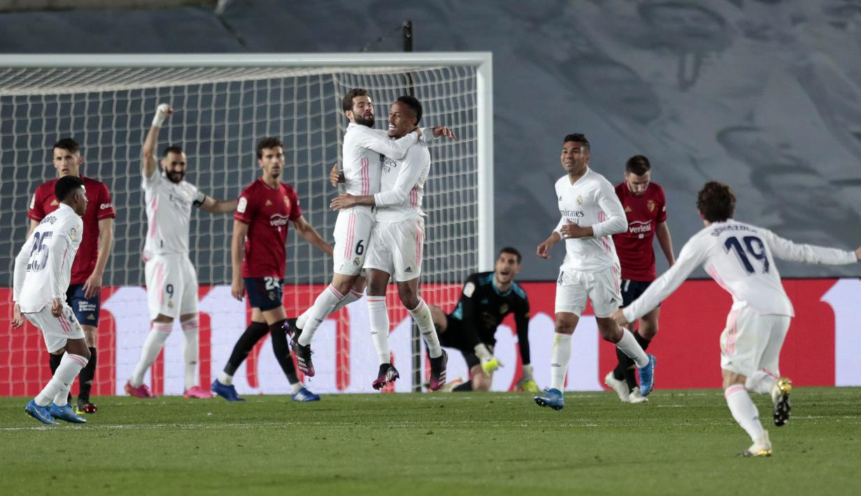 Eder Miliato dan Casemiro membawa Los Blancos menang di laga ini melalui gol-gol mereka. (Foto: AP/Bernat Armangue)