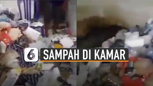 Kamar dibuka paksa saat ditinggal penghuni, pemilik kost dikejutkan tumpukan sampah.