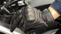 Penggunaan sarung tangan wajib bagi bikers di Spanyol