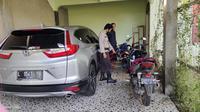 Bom molotov meledak di salah satu rumah warga di Kabupaten Dompu, Nusa Tenggara Barat, Selasa dini hari (2/21/2021), sekitar pukul 03.00 Wita. (Liputan6.com/ Miftahul Yani)