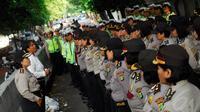Sejumlah polisi wanita (Polwan) Polda Metro Jaya saat apel usai berjaga-jaga di Bundaran HI, Jakarta, Kamis (21/11/2014). (Liputan6.com/Johan Tallo)