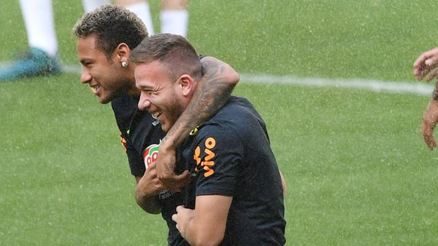 Neymar dan Arthur Melo