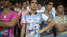 Lionel Messi merayakan ulang tahun ke-28 pada tanggal 24 Juni 2015. Tingkah laku lebay tersebut berwujud dalam beragam karya sebagai apresiasi terhadap kehebatan pemain Argentina ini. (Reuters/Alexandre Meneghini)