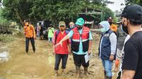 Banjir kembali melanda kawasan Bojongkulur, Gunungputri, Bogor pada Sabtu (24/10/2020) malam. (Achmad Sudarno/Liputan6.com).
