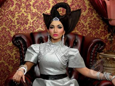 Model dan aktris cantik Roro Fitria saat melakukan proses syuting video klip terbarunya 'Culik Aku' di kawasan Petukangan Utara, Jakarta, Kamis (7/5/2015). (Liputan6.com/Faisal R Syam)