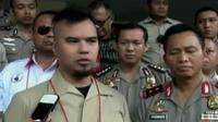Pentolan band Dewa, Ahmad Dhani mendatangi Kapolda Metrojaya. Sementara itu, pembobolan ATM terjadi di Kota Kayu Agung, Sumatera Selatan.