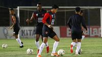 PSM saat uji lapangan di Stadion Sumpah Pemuda, Lampung, jelang melawan Badak Lampung FC. (Bola.com/Abdi Satria)