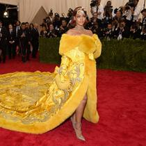 Rihanna saat menghadiri Met Gala 2015 di Metropolitan Museum of Art, New York City pada 4 Mei 2015. (DIMITRIOS KAMBOURIS / GETTY IMAGES NORTH AMERICA / GETTY IMAGES VIA AFP)