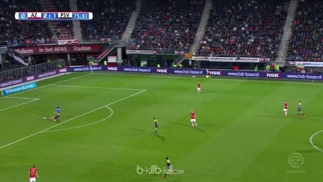 Pimpinan klasemen Eredivisie PSV Eindhoven mencetak tiga gol dalam waktu 5 menit untuk menang comeback 3-2 atas AZ Alkmaar. PSV te...