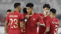 Bek Timnas Indonesia, Fachruddin Aryanto, merayakan kemenangan atas Timor Leste pada laga Piala AFF 2018 di SUGBK, Jakarta, Selasa (13/11). Indonesia menang 3-1 atas Timor Leste. (Bola.com/M. Iqbal Ichsan)