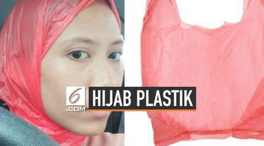 Seorang wanita asal Malaysia lupa mengenakan hijab ketika keluar rumah. Dirinya lantas mengenakan plastik sebagai pengganti hijabnya. Kisah kocaknya ini kemudian diunggah sahabatnya di media sosial.
