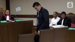 Terpidana kasus korupsi proyek e-KTP, Andi Agustinus alias Andi Narogong bersiap menjadi saksi dalam sidang lanjutan dugaan korupsi e-KTP dengan terdakwa Markus Nari di Pengadilan Tipikor, Jakarta, Rabu (2/10/2019). (Liputan6.com/Helmi Fithriansyah)