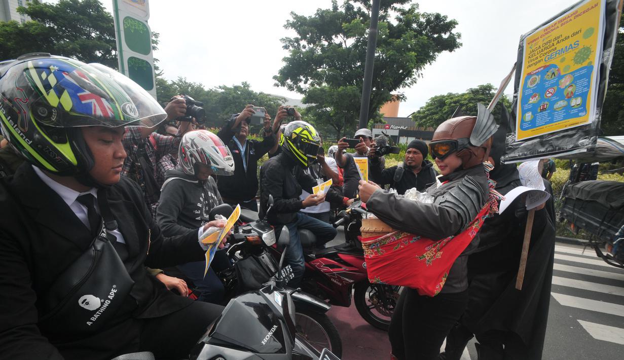 FOTO Aksi Superhero Bagi Bagi Jamu Tangkal Corona News
