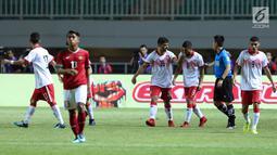 Pemain Bahrain merayakan gol yang dicetak Mohamed Marhoon ke gawang Indonesia U-23 pada laga PSSI Anniversary 2018 di Stadion Pakansari, Kab Bogor, Jumat (27/4). Indonesia kalah 0-1. (Liputan6.com/Helmi Fithriansyah)