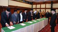Menteri Ketenagakerjaan M Hanif Dhakiri melantik tujuh anggota Badan Nasional Sertifikasi Profesi (BNSP) periode 2018-2023