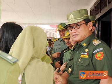 Citizen6, Tulang Bawang Barat: Acara ini di selenggarakan seusai apel perdana pasca cuti lebaran, di halaman Kantor Bupati Tulang Bawang Barat, di panaragan Jaya, Senin (05/09). (Pengirim: Jerry Hasan)