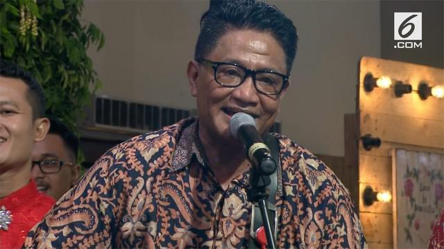 Andre Hehanusa menyanyikan lagu-lagu andalannya di tahun 90an saat resepsi Kahiyang-Bobby.