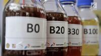 Sampel biodiesel B0, B20, B30, dan B100 dipamerkan saat uji jalan Penggunaan Bahan Bakar B30 untuk kendaraan bermesin diesel di Kementerian ESDM, Jakarta, Kamis (13/6/2019). (merdeka.com/Iqbal S. Nugroho)