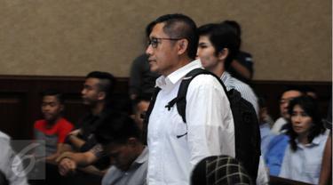 Mantan Ketum Partai Demokrat Anas Urbaningrum saat tiba di Pengadilan Tipikor, Jakarta, Rabu (23/3). Anas menjadi saksi dalam perkara tindak pidana pencucian uang (TPPU) dengan terdakwa politikus partai Demokrat, M Nazaruddin. (Liputan6.com/Helmi Afandi)
