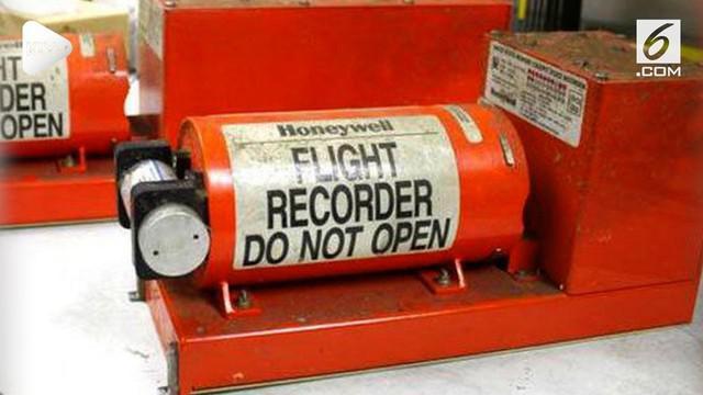 Mencari Black Box menjadi prioritas setelah penyelamatan dan evakuasi korban saat terjadi kecelkaan pesawat. Mengapa Black Box ini begitu penting untuk ditemukan? Berikut sederet fakta menariknya.
