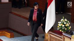 Deputi Gubernur Senior BI Destry Damayanti diperkenalkan dalam Rapat Paripurna DPR, Jakarta, Kamis (25/7/2019). DPR menyetujui Destry Damayanti menjadi Deputi Gubernur Senior Bank Indonesia periode 2019-2024. (Liputan6.com/JohanTallo)