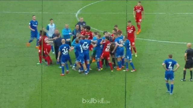 Dinamo Moscow sukses mengalahkan rival sekotanya Spartak Moscow 1-0 dalam derby panas di Liga Rusia yang berakhir dengan kericuhan...