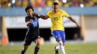 Shoya Nakajima saat berduel dengan Neymar (dok AFC)