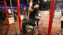 "Lomba bertajuk ""Plays of Heroes"" ini bertujuan untuk menjaga kebugaran para veteran perang yang kini dalam hidupnya mengalami cacat permanen. (EPA/Sergey Dolzhenko)"