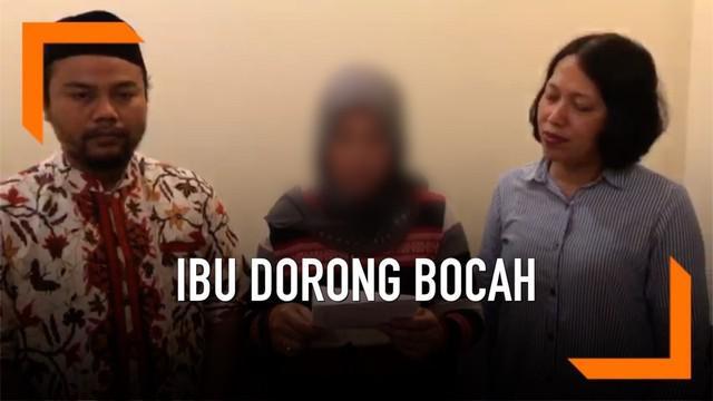 Video seorang perempuan yang  mendorong bocah dari mobil sempat viral di media sosial. Belakangan sang pelaku sampaikan klarifikasi terkait kejadian tersebut.