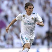 1. Luka Modric - Real Madrid pastikan raih gelar Liga Champions ke-10. Setelahnya, gelandang Kroasia tersebut memutuskan untuk memotong rambutnya yang gondrong. (AFP/Gabriel Buoys)