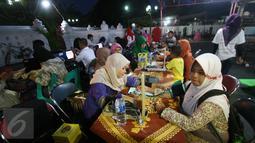 Serang pendonor menjalani pemriksaan sebelum mengikuti donor darah di Masjid Kauman,Yogyakarta, (11/6/2016).Safari donor darah ramadan pundi amal SCTV di sambut antusias oleh masyarakat.(Boy Harjanto)