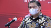 Di Istana Kepresidenan Jakarta, Senin (17/5/2021), Menteri Koordinator Bidang Perekonomian RI Airlangga Hartarto mengatakan perkembangan kasus COVID-19 di Indonesia relatif masih terkendali. (Biro Pers Sekretariat Presiden/Kris)