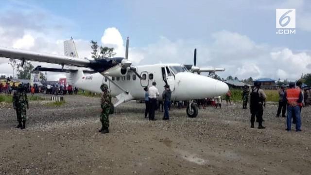Organisasi Papua Merdeka menembak pesawat Trigana Air hingga menyebabkan pilot terluka. Selain itu mereka juga membunuh 3 warga pemukiman.