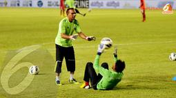 Penjaga gawang timnas Maladewa terlihat berlatih secara terpisah di Stadion GBK Jakarta (Liputan6.com/Helmi Fithriansyah)