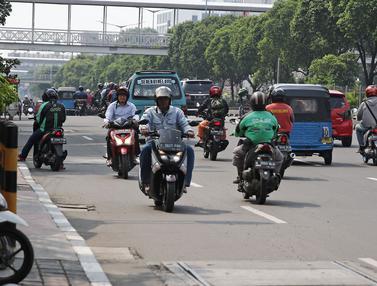 Aksi Nekat Pengendara Motor Melawan Arah di Kawasan Matraman