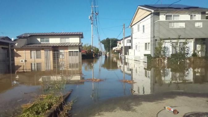 Daerah di Jepang yang dibanjiri perairan lebih kotor akibat Topan Hagibis. (Twitter/@k1WlwwM0wUZ3IXT)