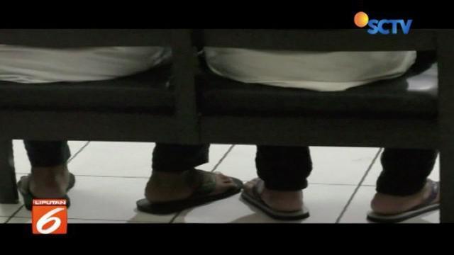Dua terdakwa pengeroyok Haringga Sirla dituntut hukuman masing-masing 4 dan 3,5 tahun penjara.