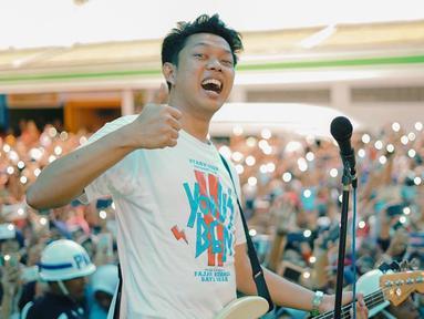 Pria kelahiran Malang, 13 November 1993 ini mendapat sorotan media sejak 2012 silam, ketika video-video originalnya berhasil menarik perhatian pengguna YouTube di Indonesia. (Liputan6.com/IG/@moektito)