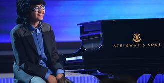 Pianis muda asal Indonesia, Joey Alexander berhasil membuat masyarakat Indonesia bangga. Di usianya yang masih sangat muda, 12 tahun, Joey Alexander berhasil menyabet nominasi ajang bergengsi Grammy Awards 2016. (AFP/Bintang.com)