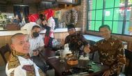 Hadi Pranoto bersama tim penasihat hukumnya bertemu Muannas Alaidid. Keduanya saling melapor terkait kasus dugaan hoaks klaim penemuan obat Covid-19. (Dok Istimewa)