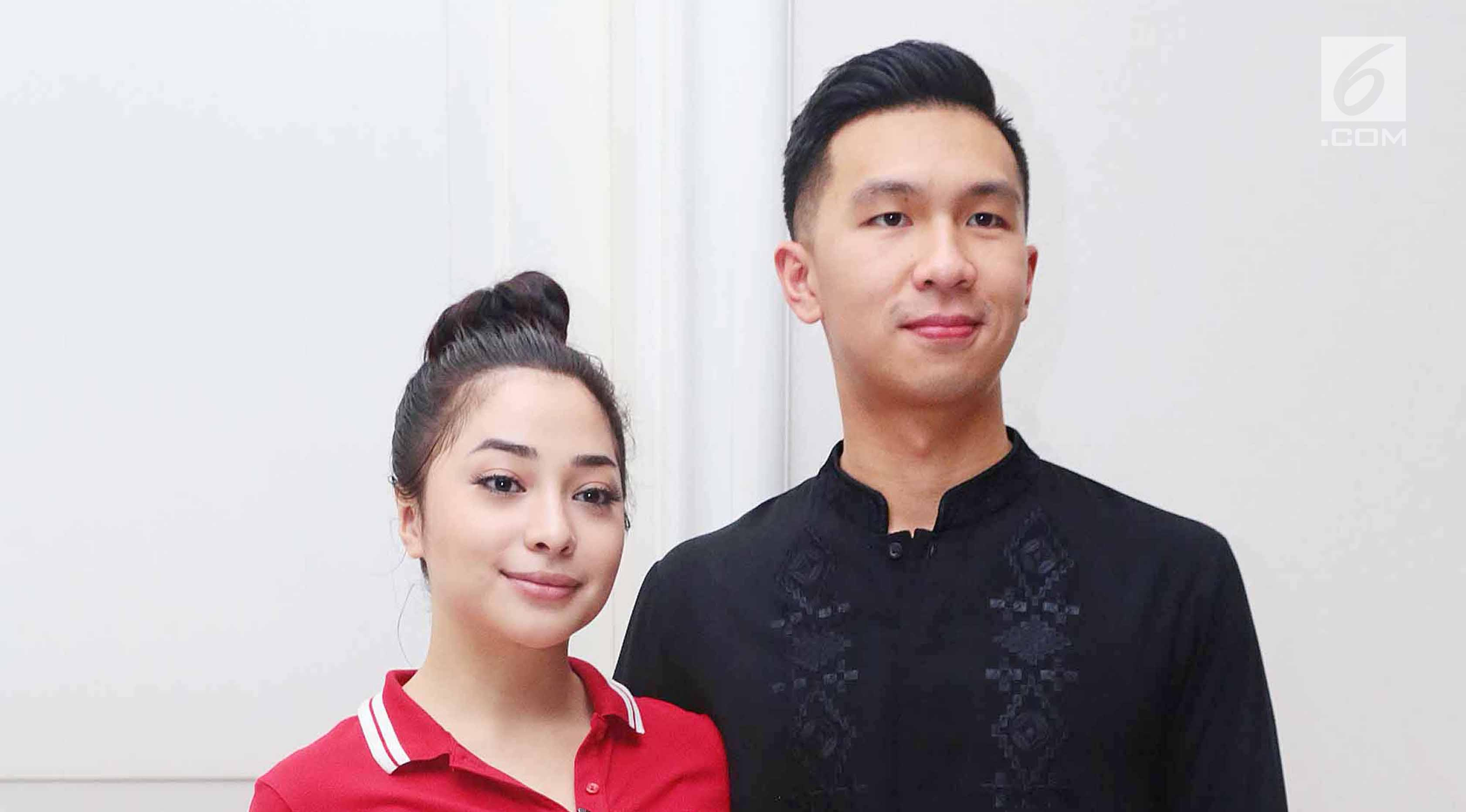 Nikita Willy Potong Daging Kurban Bareng Pacar Showbiz Liputan6 Com