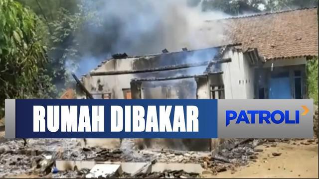 Pria bernama Abdul Rahman tersebut kini ditahan di Polsek Kalisat. Untuk melengkapi sejumlah bukti, Selasa sore tim forensik Polres Jember melakukan olah TKP.