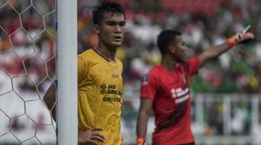 Bek Sriwijaya FC, Zalnando, saat tampil melawan PSMS Medan pada perebutan tempat ketiga Piala Presiden di SUGBK, Jakarta, Sabtu (17/2/2018). PSMS kalah 0-4 dari Sriwijaya FC. (Bola.com/Vitalis Yogi Trisna)