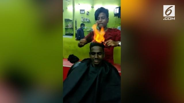 Pada sebuah salon di India ada tukang cukur yang menggunakan api untuk memotong rambut para pelanggannya. Api dimanfaatkan untuk memangkas rambut, sebagai pengganti gunting.
