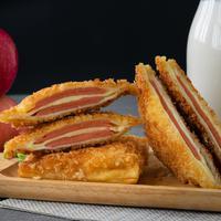ilustrasi sandwich goreng/copyright by Atiwan Janprom Shutterstock