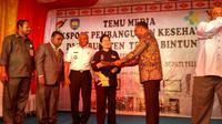 Menteri Kesehatan RI Nila Moeloek bersama Gubernur Papua Barat, Bupati Teluk Bintuni beserta jajarannya dalam ekspose kesehatan di Kantor Dinas Kesehatan Teluk Bintuni